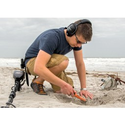 Man on a beach using Garrett AT Max Metal Detector / Pro-Pointer AT Z-Lynk Special