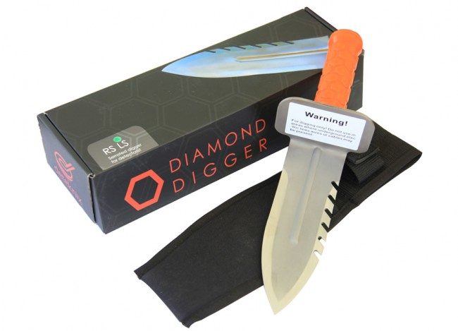Diamond Digger (Left Side Serrated Edge) with Sheath