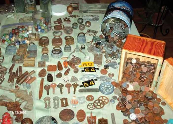 thousands-of-coins-and-other-treasures-in-the-rocky-mountain-2
