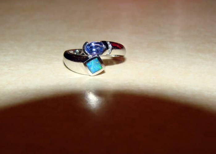 excalibur-finds-14kt-white-gold-ring-with-nice-stones-1