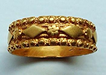 golden-superb-holiday-ring-1
